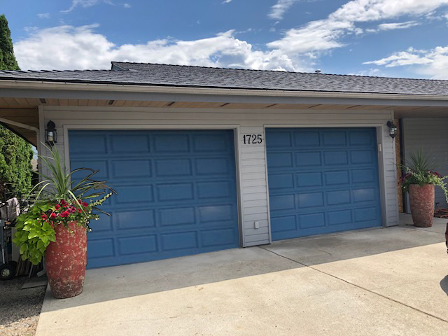 Bobs_Door_Service_Garage_Doors_Penticton_before_new