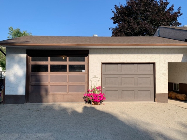 Bobs_Door_Service_Garage_Doors_Penticton_Before_1